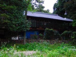 今も廃屋として残る、「茶屋」の一つ。
