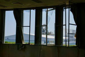 棚塩集会場の窓からみえる減容化施設