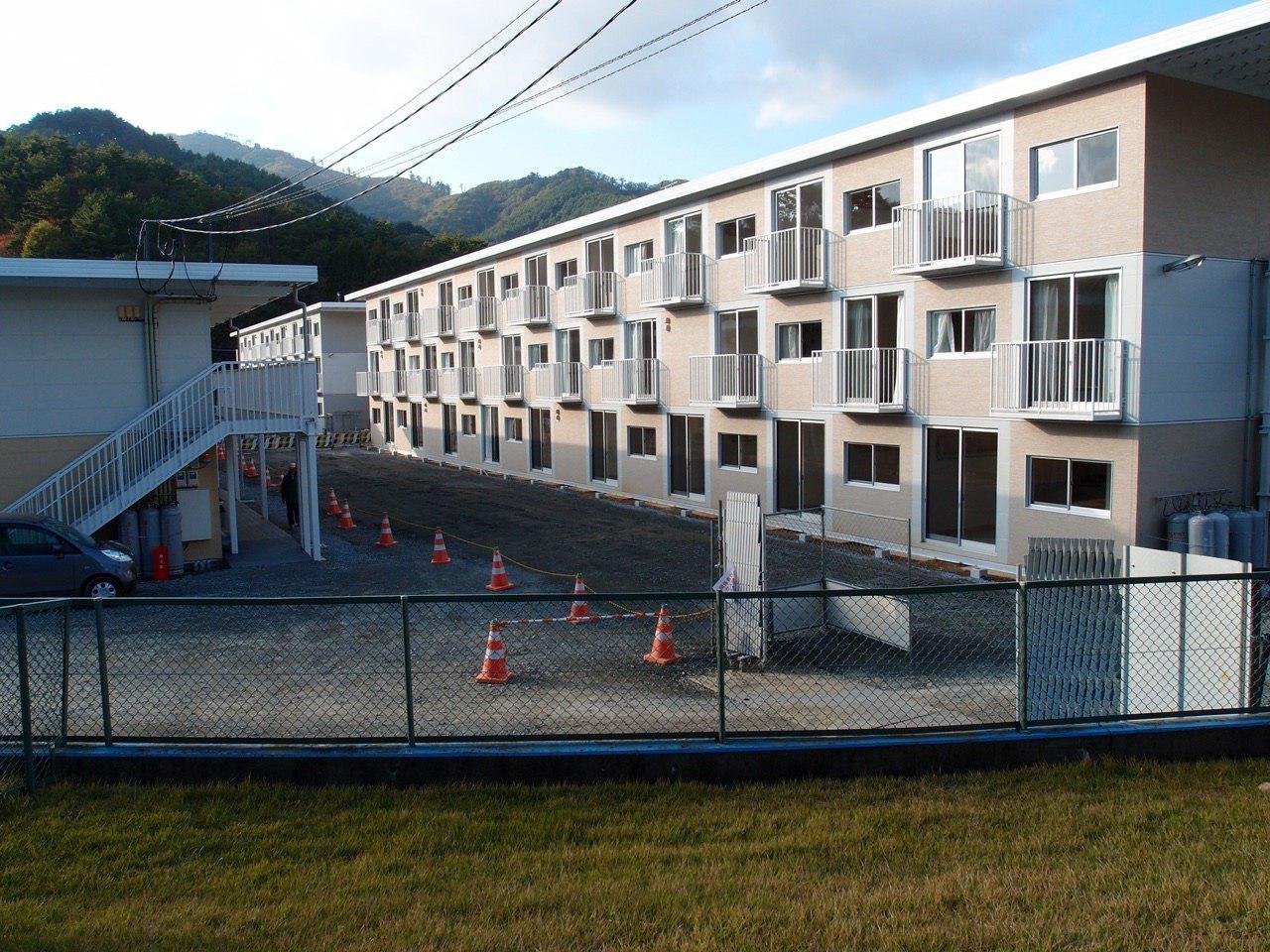 汎用コンテナをつかった女川の仮設住宅。