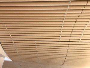 津波で壊滅した宮城県の女川町に、坂茂さんがつくった「銭湯」!の天井。防水加工された「紙管」が使われています。