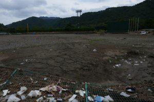 砂に埋もれた岩泉の野球場