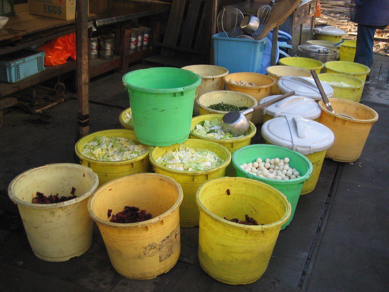 釜ヶ崎の当事者による炊きだしの準備(慈善団体による炊きだしではなく)
