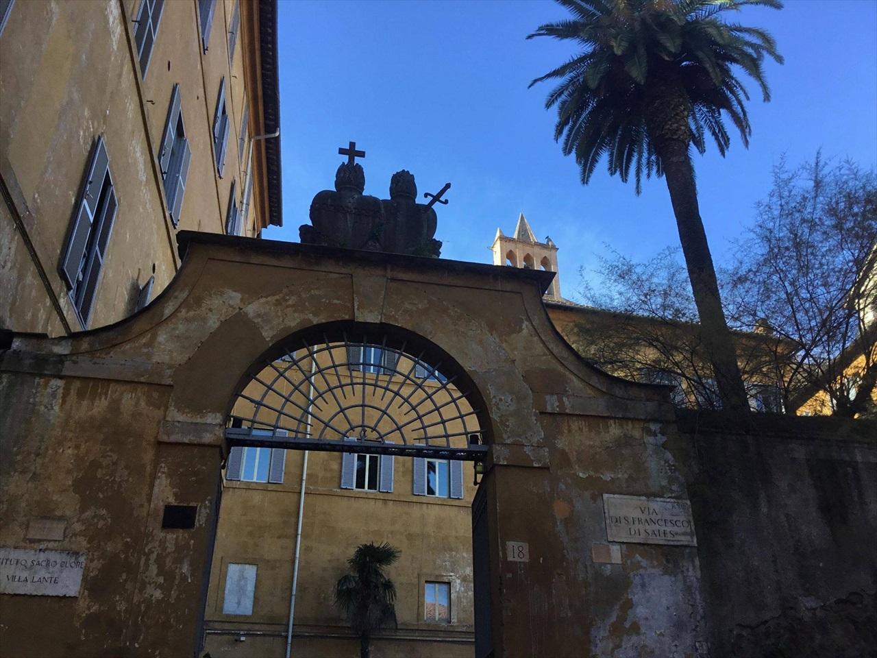 先日参加したチャリティーバザーの会場となったローマのサクロ・クオーレ教会。 売上げ金の一部は*バンビーノ・ジェス病院に寄付されました。