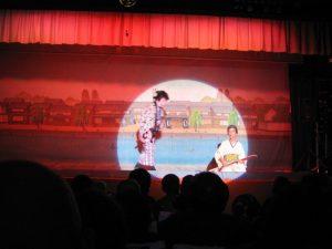 飛田新地のちかくの大衆演芸場で。知り合いの「ちんどん通信東西屋」さんの、恒例公演。