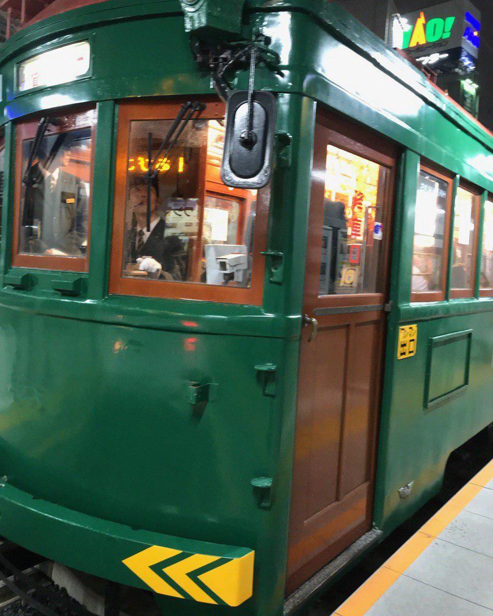 妙国寺の前も通っている阪堺線の車両。日本最古の現役車両です。