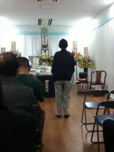 釜ヶ崎で。葬儀で、長いつきあいの仲間を見送る仲間たち。