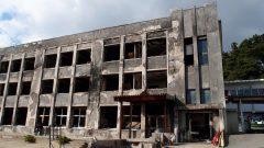 石巻の門脇小学校とその近隣の石仏、おそらく慈母観音。ここは、東日本大震災の津波で、打ち寄せた木材やプロパンガスなどで、大火災が起こり、最も多くのかたが亡くなったところ。この石仏は、逃げ出さず、猛火を受けてます。