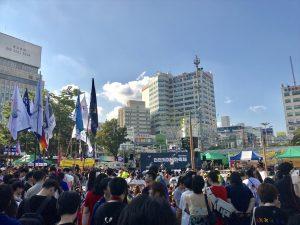 仁川クィアパレードが開かれた富平(プピョン)駅前広場の様子(撮影:筆者)