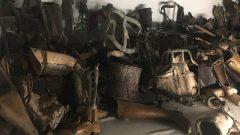 アウシュビッツ収奪された障碍者の補助具・そのまま、ガス室へ