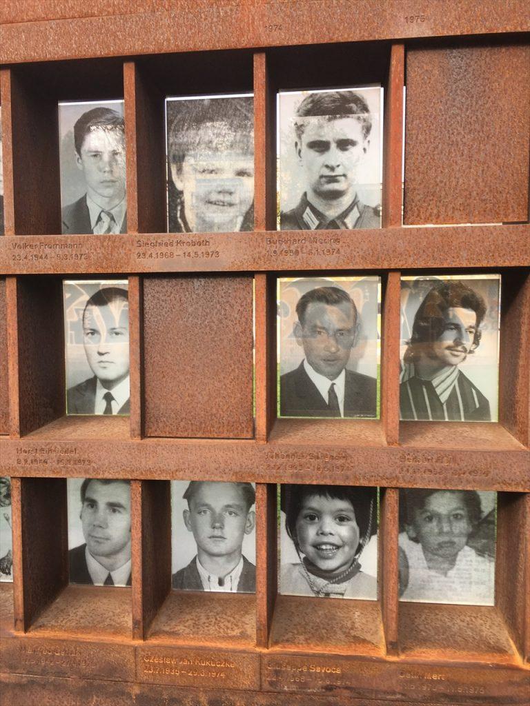 犠牲者の写真 (そこで、殺された)